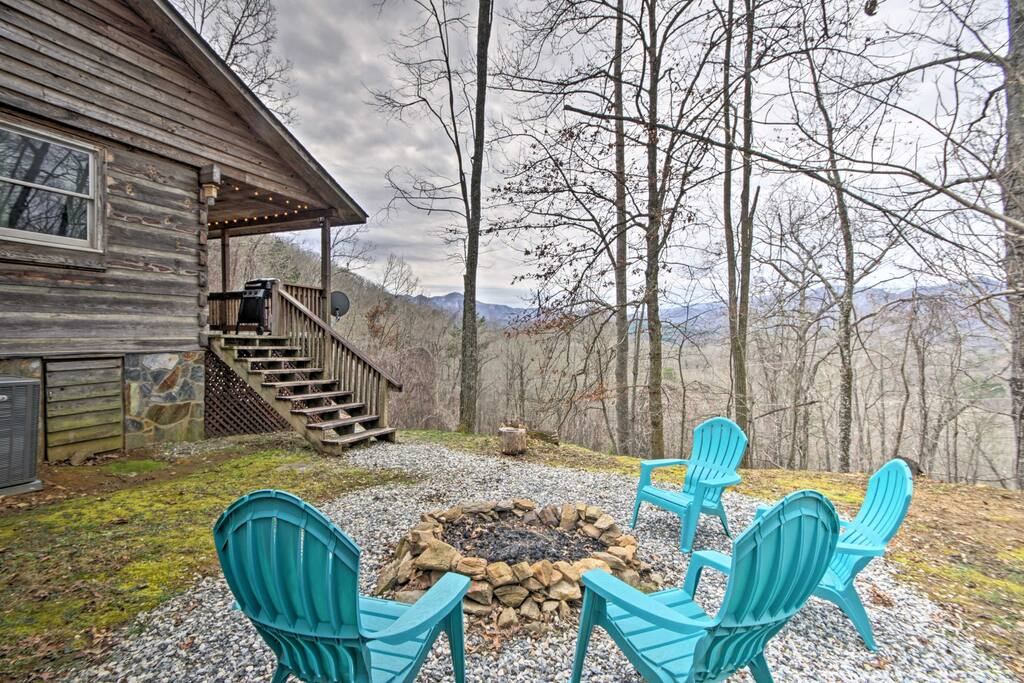 Enjoy million dollar views of the Nantahala Mountains from your outdoor fire pit.