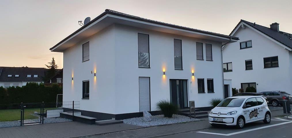Gehobene Einliegerwohnung nähe Darmstadt-Frankfurt