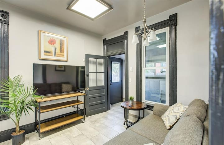 1 Bed / 1 Bath LoHi Apt w/ Kitchen and Laundry!