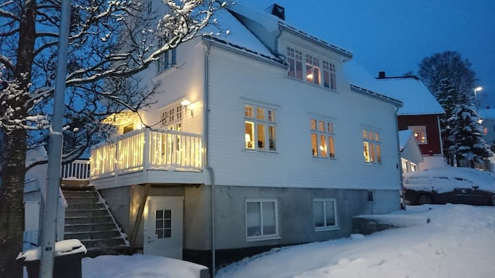 Cozy, bright apartment on ground floor in Tromsø