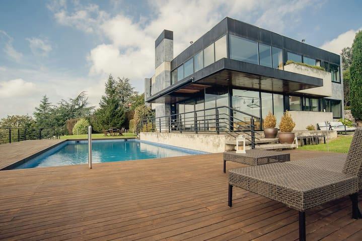 Apartamento privado dentro de casa - Urbanización la Mina - House