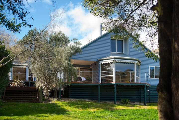 Boatshed Villa Green Door - Lake Daylesford