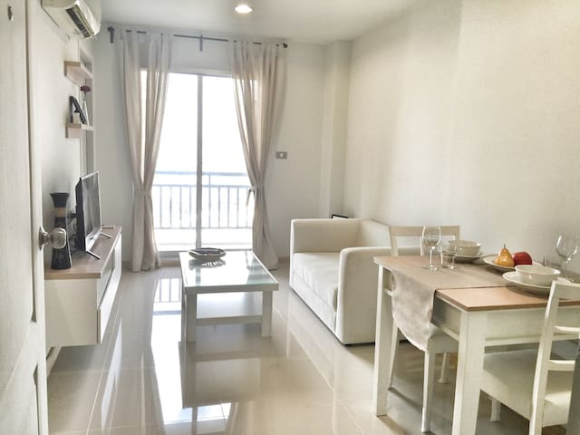 Comfy 1BR--Close to DMK Airport--Next MRTA Bangson - Bangkok - Condomínio