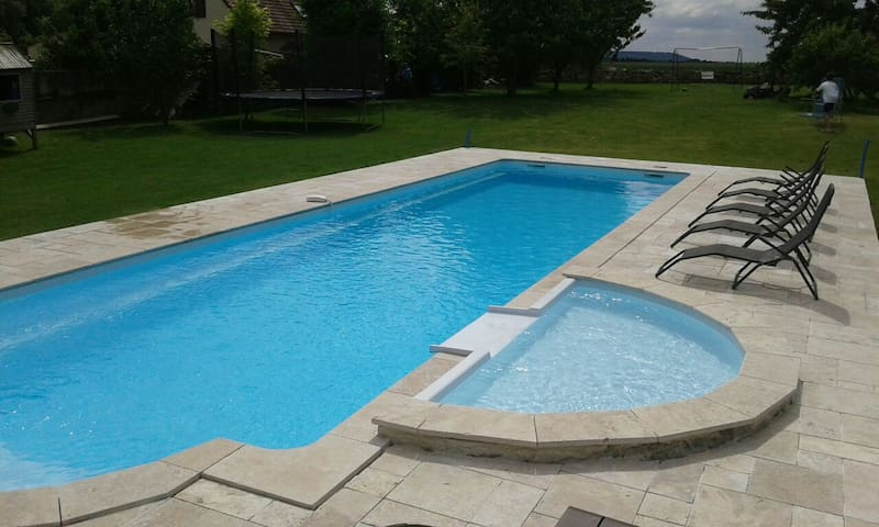Maison grande piscine - House with heated pool - Laon