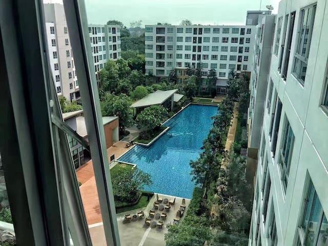 Chiang Mai Jia blue room泳池2卧公寓/节日广场隔壁