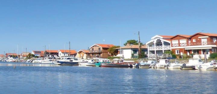 Cabane de pêcheur bord de l'eau Bassin d' Arcachon
