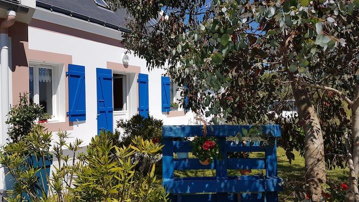 """La maison """"d'à côté """" Locmaria Belle Ile en mer"""