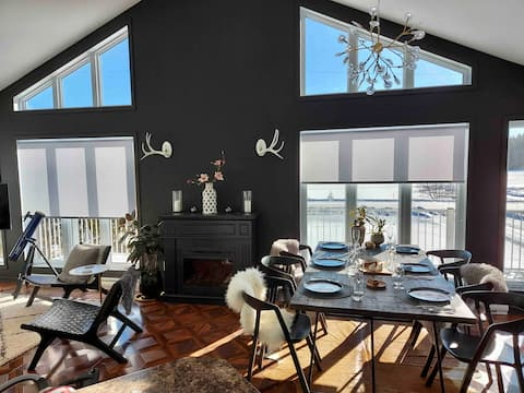 Modern Lake House on Beautiful Lac des Loups!