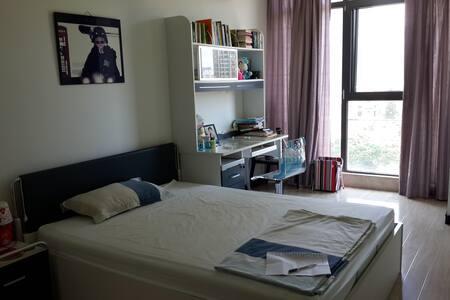 Hills's room - Hills