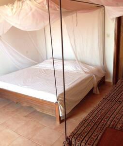 Chambre jaune dans villa à Toubab Dialaw - Toubab Dialao