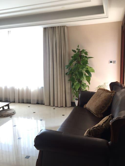 主人最喜欢的客厅,无多余摆件,可以席地而坐。