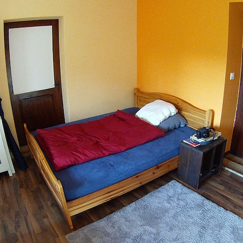 Room with bed for 2 people - Fribourg - Haus