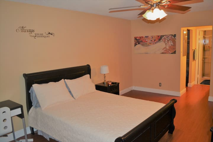 Cozy Spacious Master Room with Bathroom&W.Closet - North Miami Beach - Wohnung