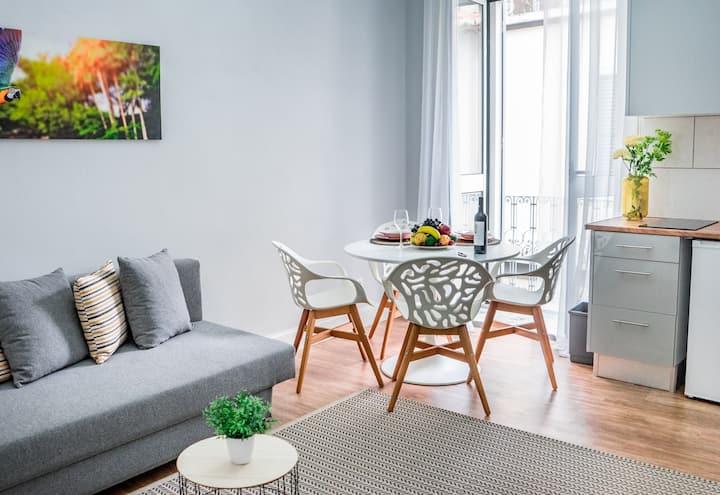 ❇ Enjoy A Restored City Centre Loft w/ Balcony ❇