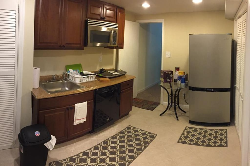 Kitchen [unpictured: washer/dryer included]