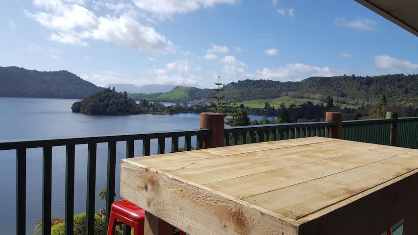 Breathtaking Lake Views, 400m from Boyes beach - Lake Okareka - Ev