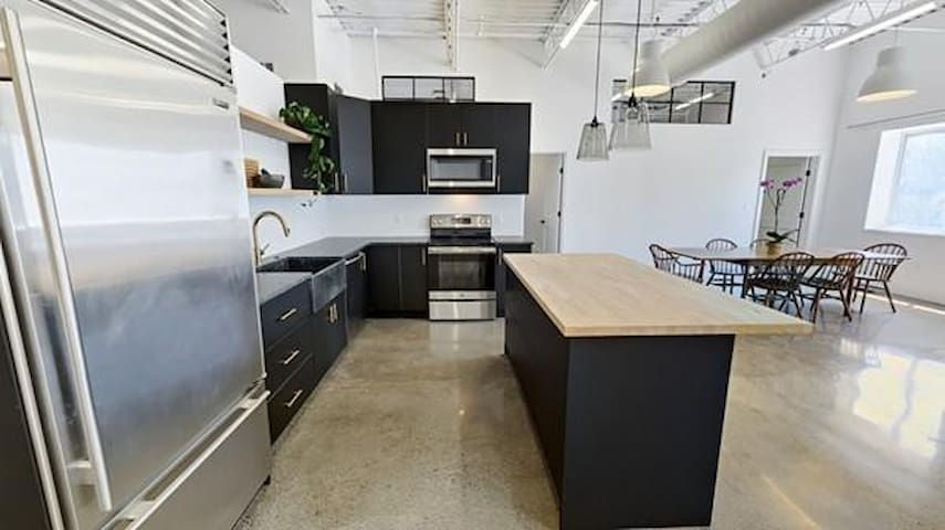 Large, unique & sunny renovated Loft w/ parking
