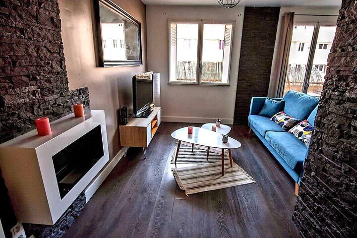 Appartement St Cyprien avec balcon et parking.