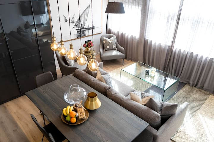 Stylish Convenience in Bantry Bay (Apartment 7)