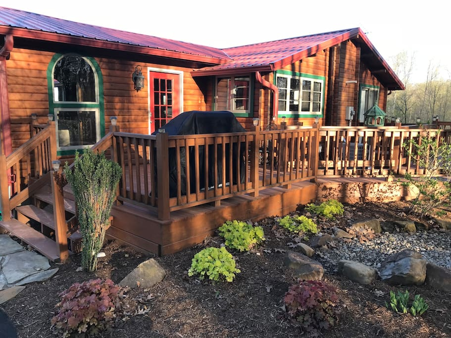 Spread out- front or back deck and relax!