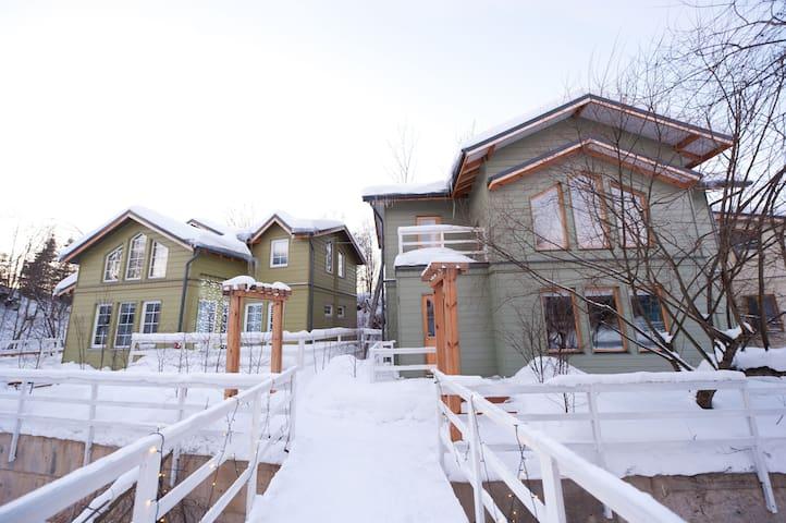 Дом в сказочном охраняемом посёлке - Skokovo - Hus