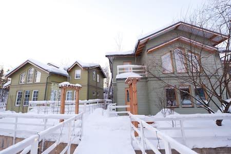 Дом в сказочном охраняемом посёлке - Skokovo - 独立屋