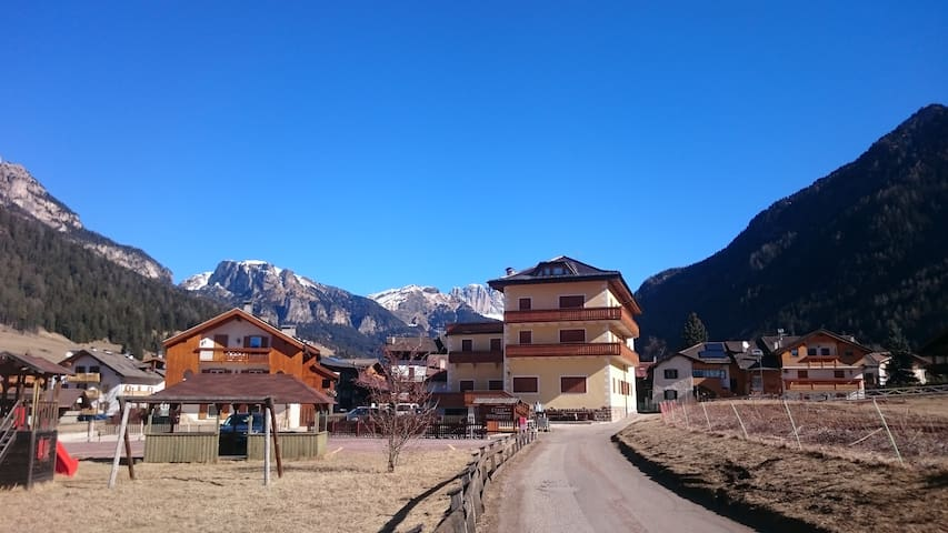 MirarMonti in the heart of Pozza with your Dog - Pozza di Fassa - Leilighet