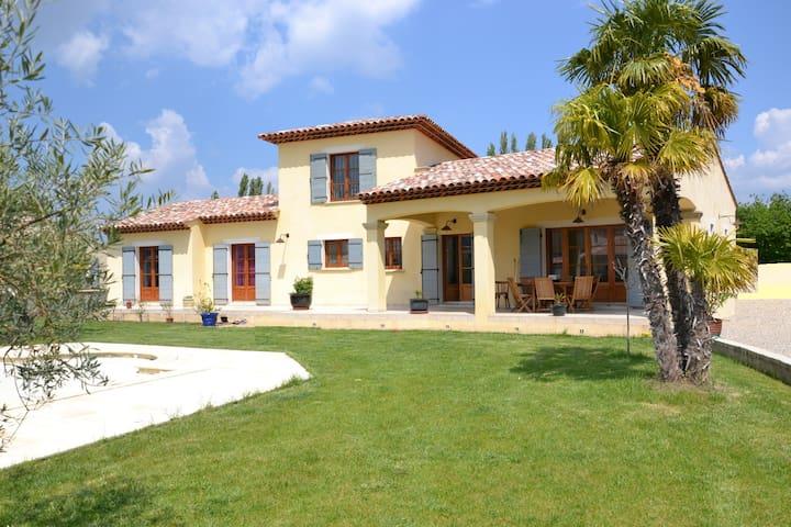 Magnifique villa 4ch avec piscine. - Les Mées - Huvila