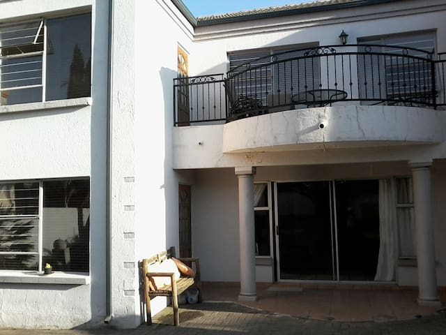 Home away from Home - Kempton Park - Townhouse