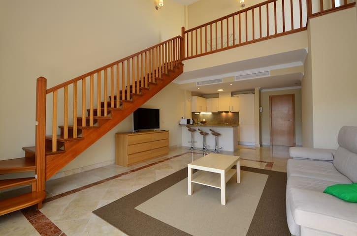 Sunny one bedroom penthouse suite - Estepona - Appartement