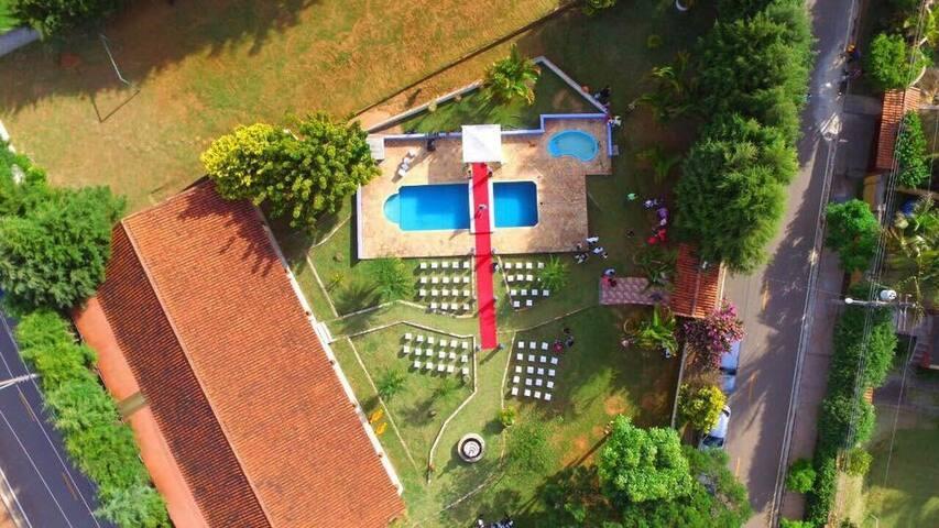 Chácara Arco-Íris, com piscina e 03 churrasqueiras