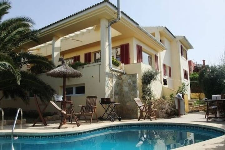 GROUND FLOOR APARTMENT WITH POOL