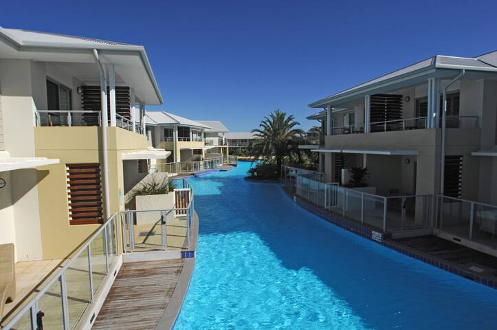 Pacific Blue Apartment (Phone number hidden by Airbnb) dy Point Road
