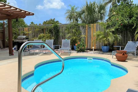 The Oasis-Heated Private Pool Hot Tub-5mi to beach