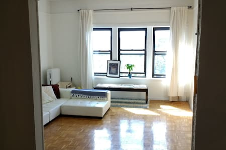 Sunlight + Space on Eastern Parkway - Brooklyn - Apartment