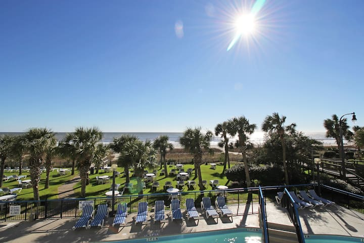 ~*SUNNY*~ OCEANFRONT 1BR, KING BED, LOTS OF POOLS