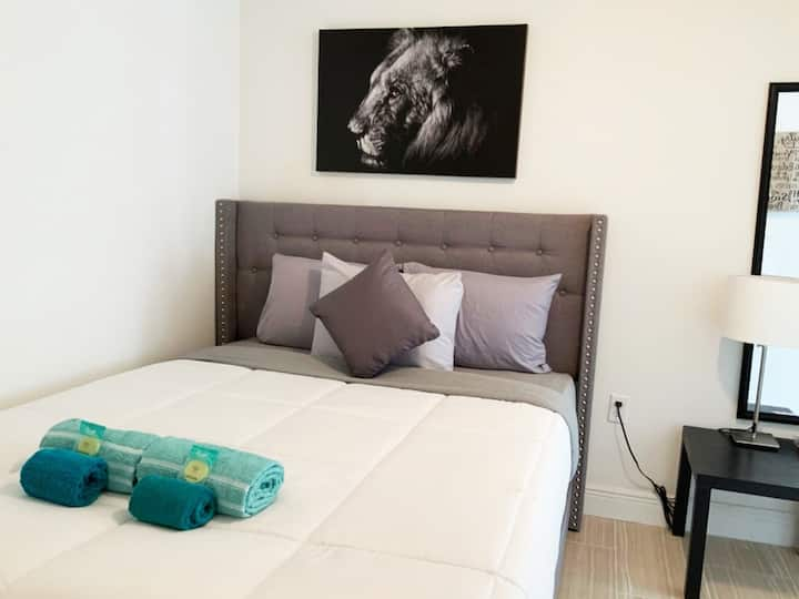 COZY Private Apt in Hollywood By Hard Rock Casino!