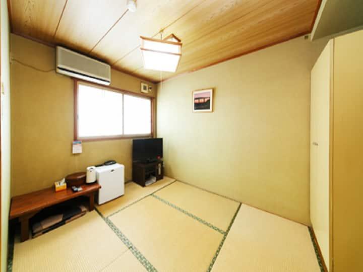 Japanese-style room 6 tatami mats/Free Wi-Fi