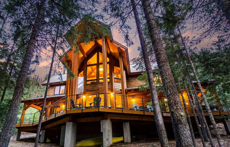 Luxury Lakeside Cabin near Tumalo Falls, Bend, OR