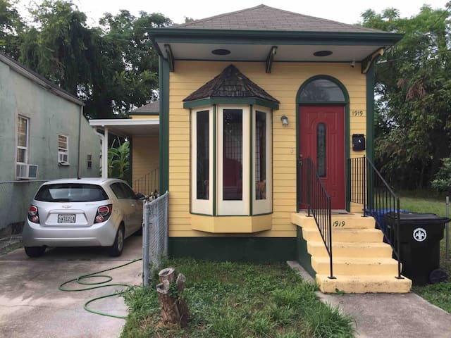 A New Orleans Christmas Story House