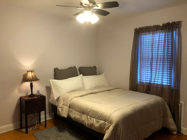 Room.5mins to GWBridge, Queen bed,parking.