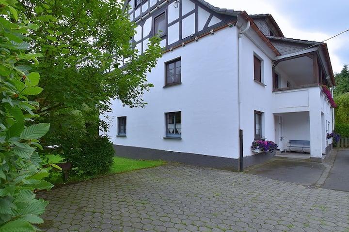 Ruim vakantiehuis in het Sauerland met tuin en barbecue
