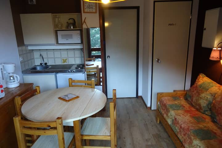 Studio for 2 persons in a residence with swimming pool close to the funicular in Bourg Saint Maurice