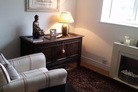 Double room in modern flat - Slough - Huoneisto