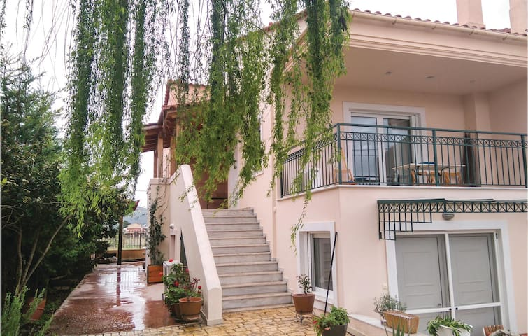 Holiday cottage with 6 bedrooms on 220 m² in Oropos