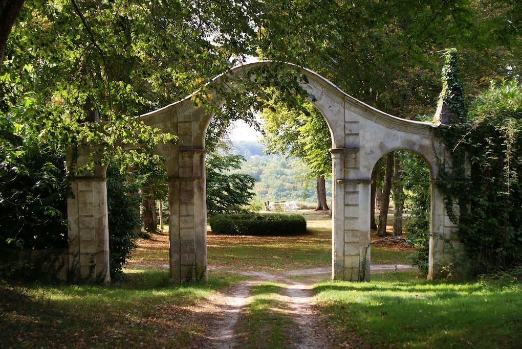 le porche d'accès à la cour d'honneur