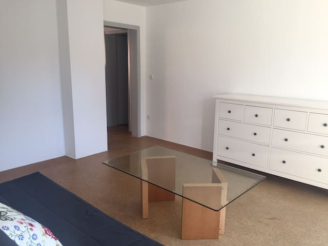 2 Zimmer mit eigenem Bad und Balkon - Ahnatal - Hus