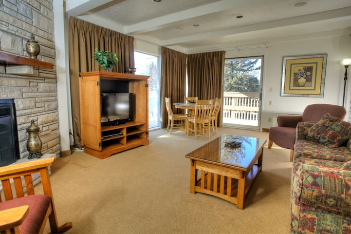Presidential Suite at Fox Hills Golf Resort