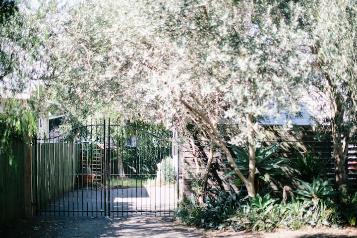 Beautiful, Private, Central Studio - Auckland - House