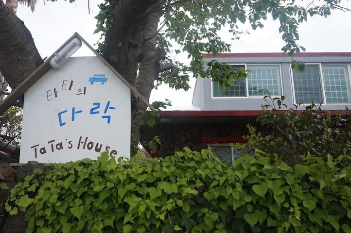 "Jeju Stone House ""Tata's Attic'"